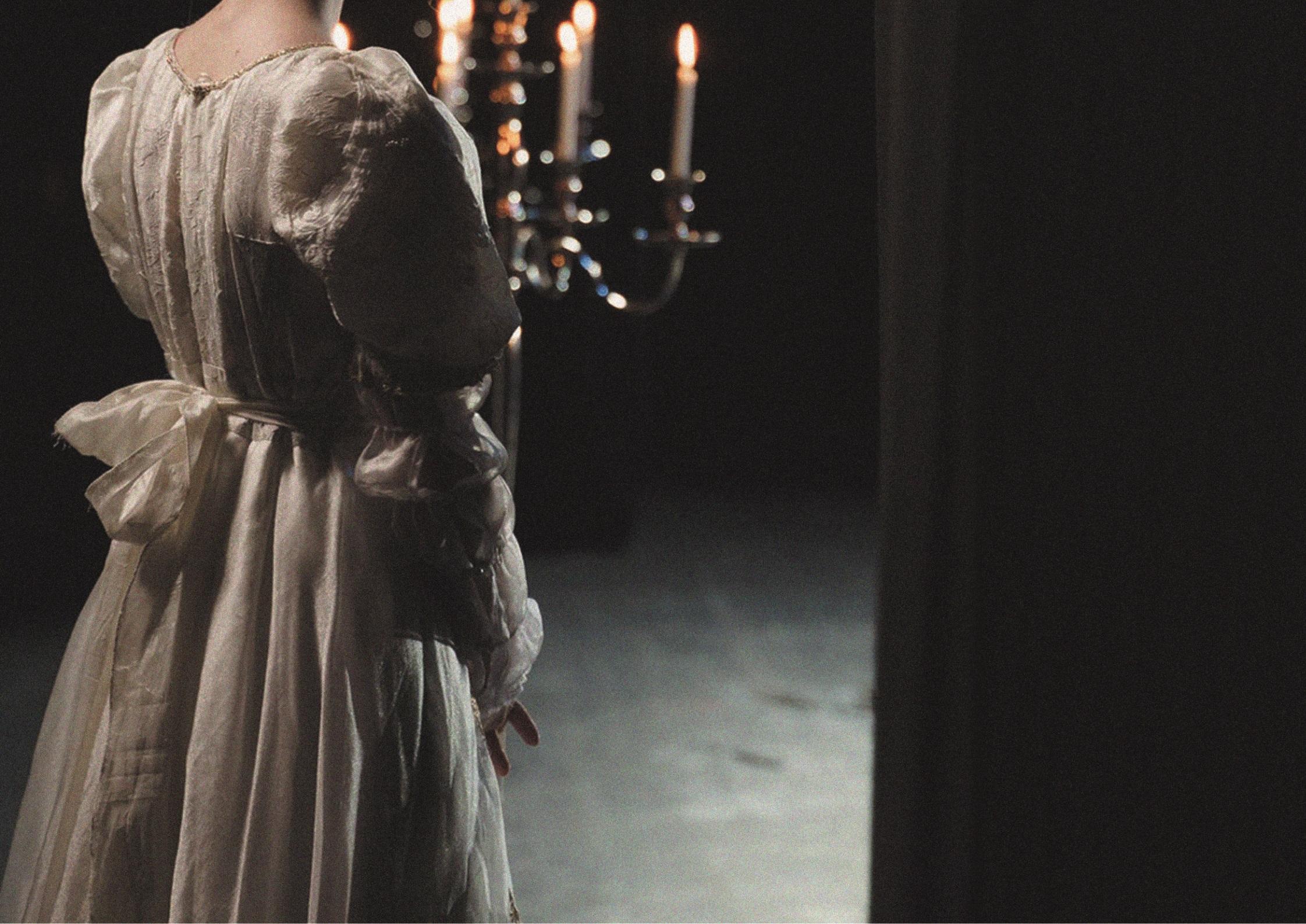 Színház: Az Öltöztető vígjátékkal indul a július a Tetőkertben
